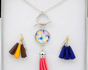 Interchangeable pendants and necklace