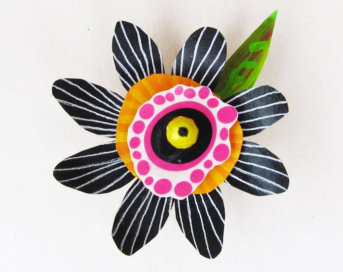 Funky Flower Magnet: Midnight Daisy