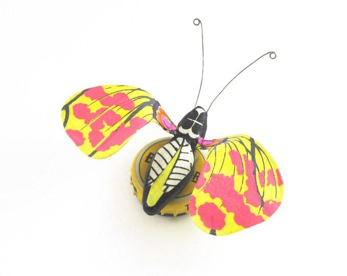 Sunny Daze Bug Bottle Cap Refrigerator Magnet