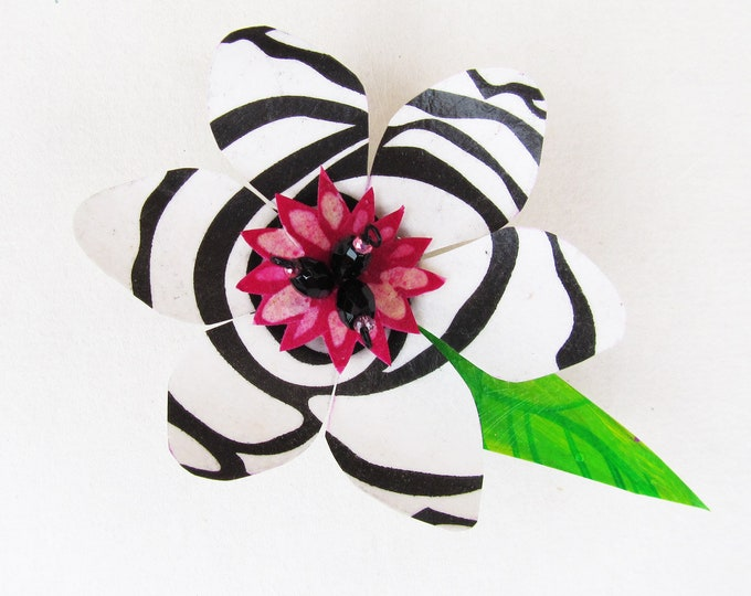 Funky Flower Magnet: Zebra Lily