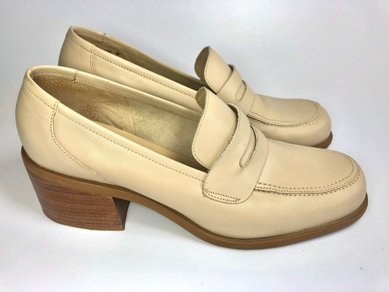 sz 9.5 vintage 90s Y2K Westies chunky block heel tan beige leather slip on penny loafers shoes made in Brazil 40