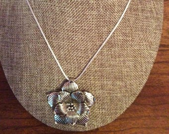 Silver plated flower pendant necklace, flower, pendant,necklace, Made in Canada, handmade, Laska Boutique, jewelry
