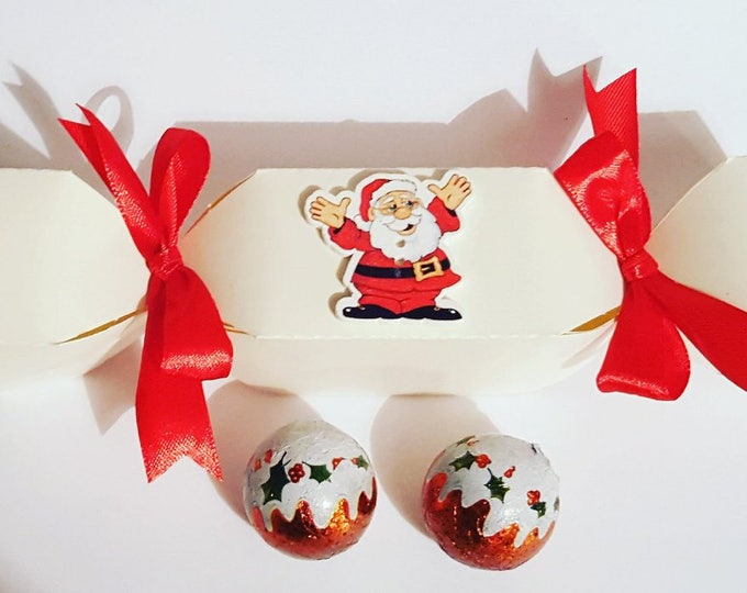 5 Christmas crackers with chocolates Favours Wedding name place setting