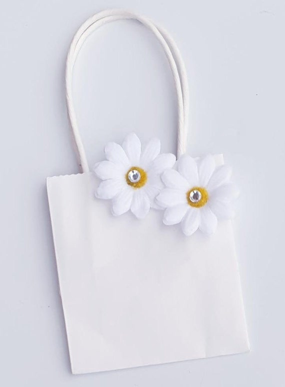 White Daisy Favour Bags Weddings Birthdays Baby Shower Flower Themed Party Bags (Qty 10)
