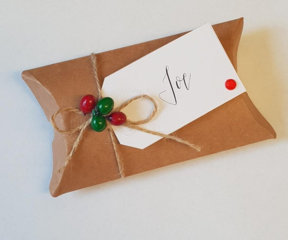 Christmas Seat Place Holder Kraft Pillow Box Favours Festive Wedding Personalised (Pk 5)