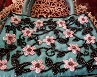 A gorgeous turqouise silk beaded purse