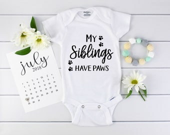 Paws Onesie / Baby Announcement / Baby Reveal