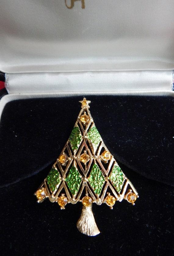 Mid Century Modern Christmas Tree.Hedy Mid Century Modern Christmas Tree Pin Striking Piece