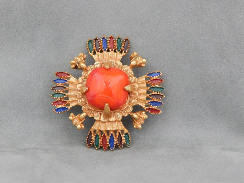CASTLECLIFF Larry Vrba 1973 Aztec Design