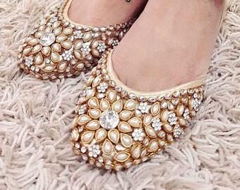 cd54929ac414 Bridal Shoes Pakistani Indian kundan khussa shoes gemstone party wear fancy  bridal mayoon shoes