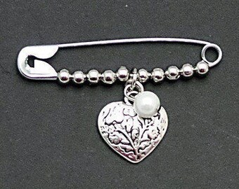 Safety pin Jewelry, Safety Pin Brooch, Solidarity Heart Pin, Solidarity Safety pin, Silver Heart pin, Safe with Me, Beaded Safety Pin