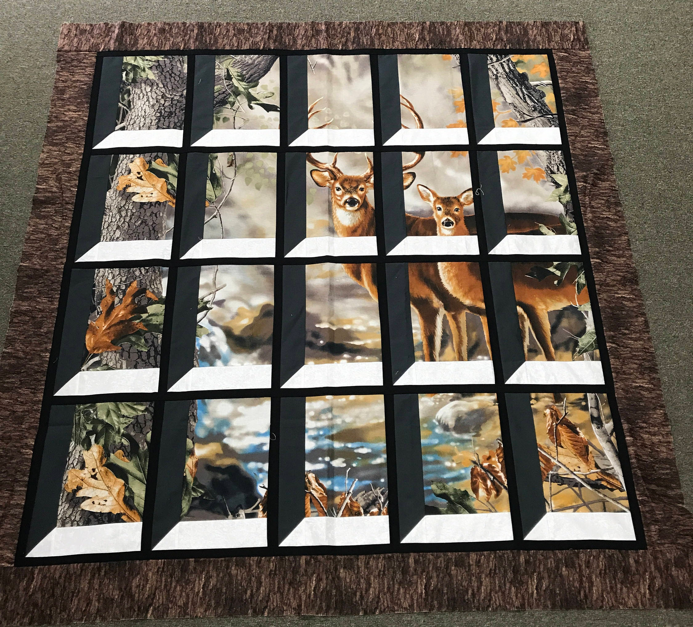 Christmas Attic Window Quilt Pattern.Deer In Attic Window Quilt Kit Buck And Doe Realtree