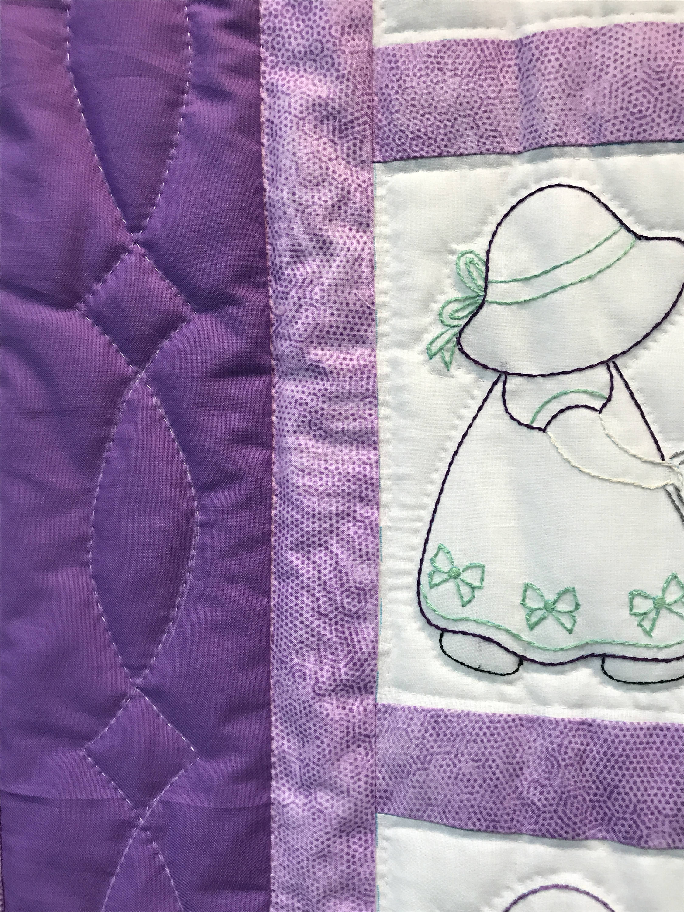 Sun Bonnet Sue Lavendar Baby Blanket Quilt Hand Quilted Purple Hand Sewn Amish Made 41x51