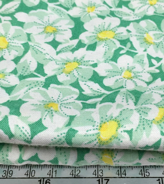 Depression vintage 30s feedsack print green floral Nana Mae cotton fabric Henry Flass