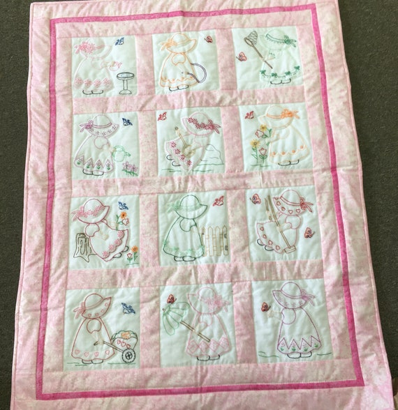 Sunbonnet Sue crib quilt Amish handmade hand embroidery hand quilted