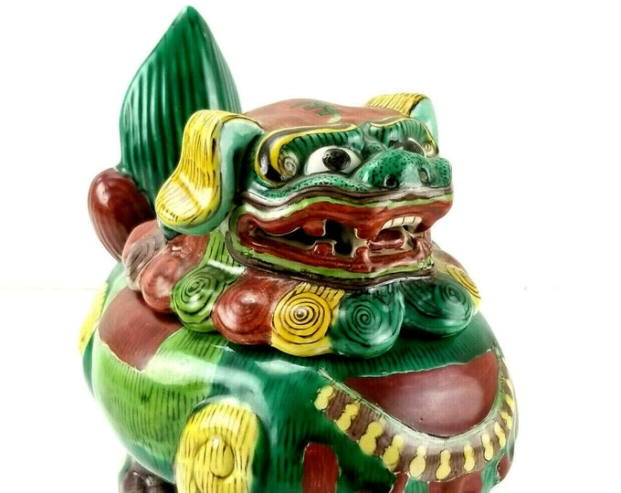 Vintage Chinese Export Guardian Lion Foo Dog Ceramic Figure Jar Box with Lid