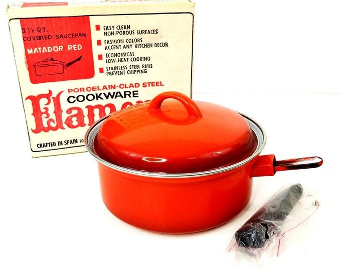 Vintage NIB Flamenco Matador Red 2 1/2 Qt Covered Saucepan Porcelain Cookware bt