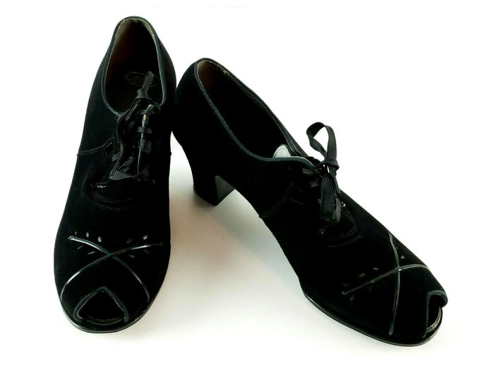 Vintage 1930s 1940s Black Suede Open Toe Lace Up Oxford Arch-Aid NYC Heel Shoes