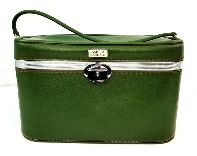 Vintage Amelia Earhart Green Train Case Cosmetic Make Up Carry On Luggage