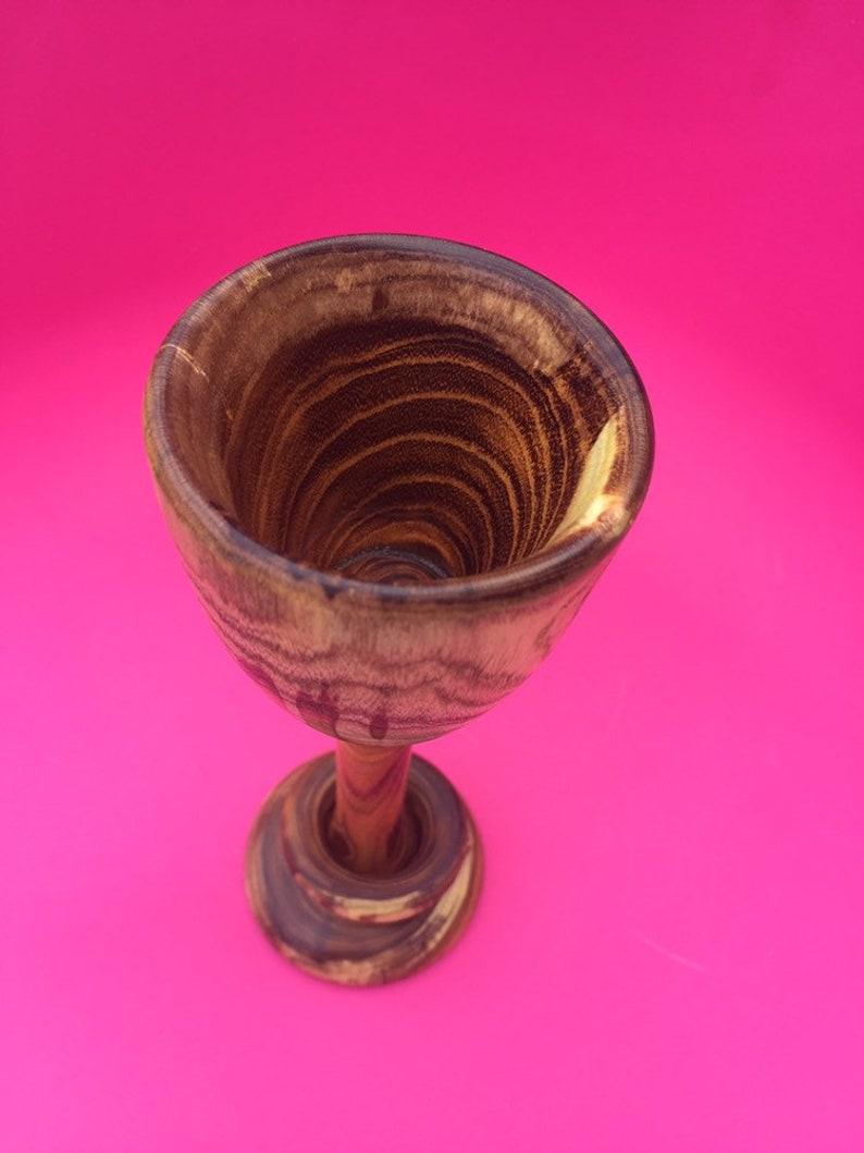 Captive ring goblet