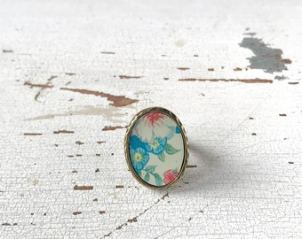 Maxi oval ring, ring with flowers made with vintage tin box, adjustable, made in Italy.