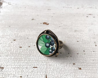Round maxi ring, brass ring with fruit made with vintage tin tray, adjustable, made in Italy.