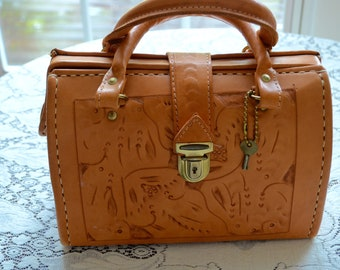 a42be51bb7f FREE Shipping Vintage Hand Tooled Leather Canoa Purse with Key Argentina  Paraguay Excellent Condition Bag Clutch Paisley Lining
