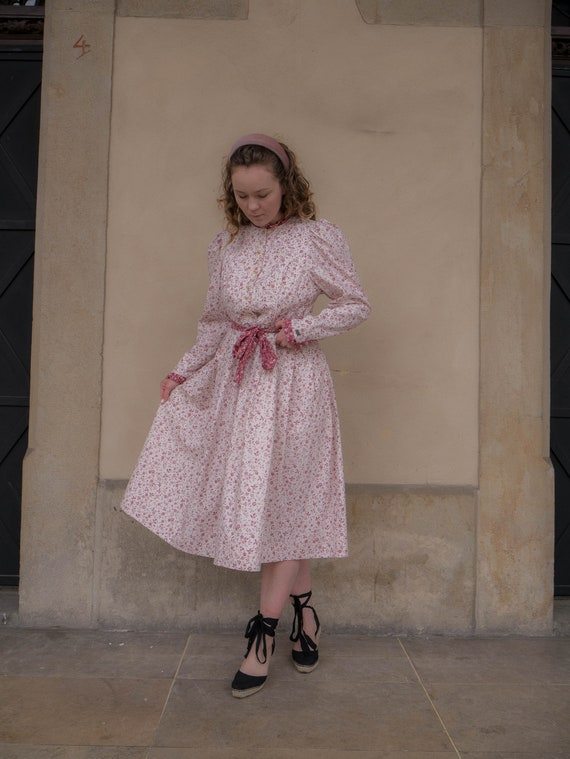 Vintage French Cottage Chic Dress Puff Sleeves Cot