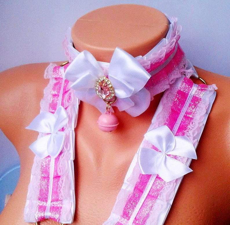 Overflowing pink Ddlg collar