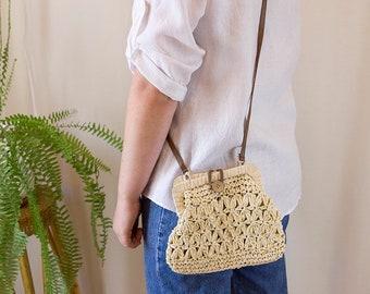 Vintage Woven Straw Crossbody Bag // Straw Weave Cross Body Handbag Clutch