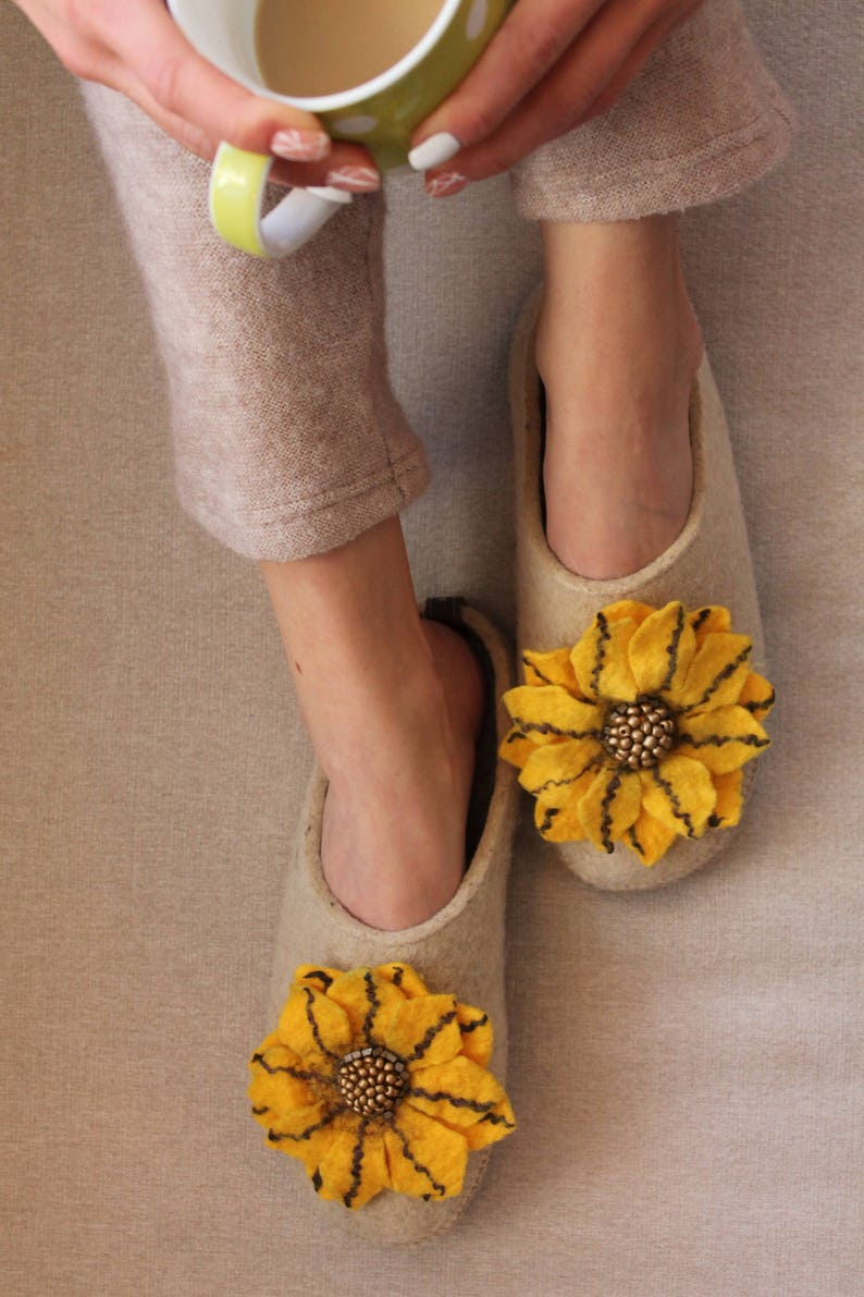 9d3527f5d8 Wool slippers with arch support and handmade flower-Slippers | Etsy