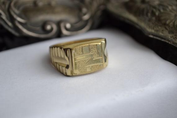 Vintage 18k Men's Signet Ring. 1980's Gold Jewelle