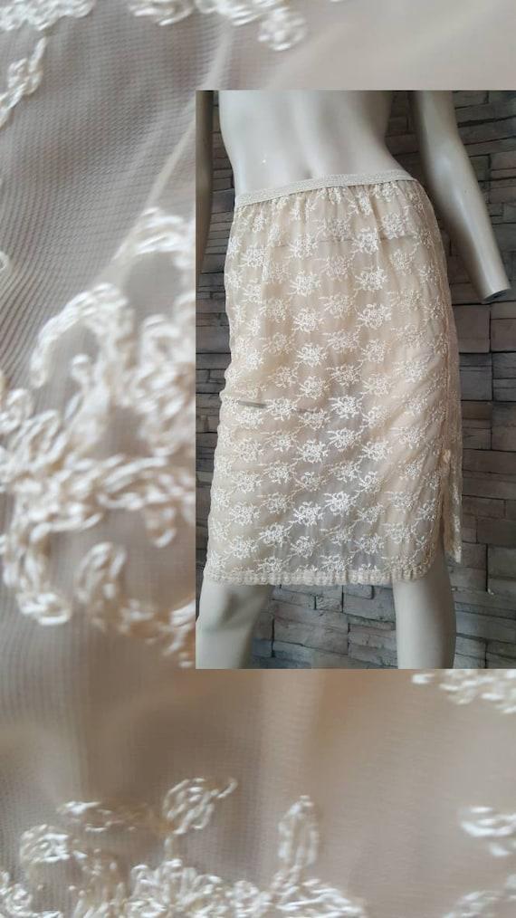 Embroidered 50s half slip