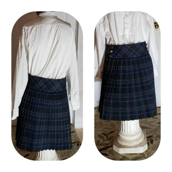 Accordion pleated dark-blue short skirt