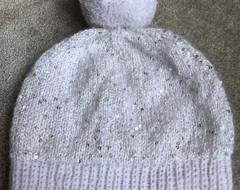 Chunky Hand Knitted Slouchy Hat with Pom Pom, Woolly Hat, Beanie Bobble Hat – WHITE