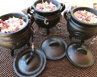 Cauldron Soy Candle w/ Lid,Triple Moon,Triquetra,Pentagram,Ritual Candle with petals and Quartz Crystals