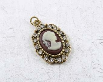 Vintage cameo pendant, 1990's cameo for necklace, portrait pendant, costume jewellery.