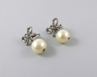 Little faux pearl and bow earrings, vintage earrings 1990, classic pearl earrings, sweet pearl earrings, jewellery, recycled jewellery.
