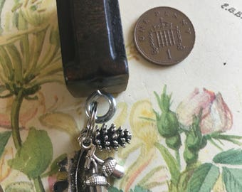 Vintage Letterpress Letter Key Ring (Letter I) with Leaf, Acorn and Pine Cone Charms