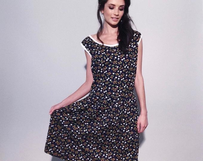 Strawberry Dress   1980s Vintage Floral Strawberries Print Navy Cotton Sleeveless Pullover Drop Waist Dress   L/XL