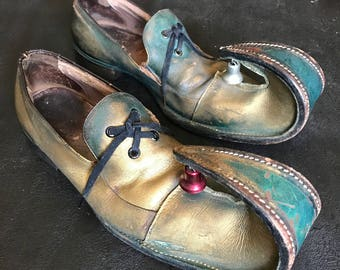 Carnivàle Shoes | RARE Pre-1960s Vintage Mens Bronze + Teal Leather Circus Clown Shoes with Bells | Men's Size 9.5