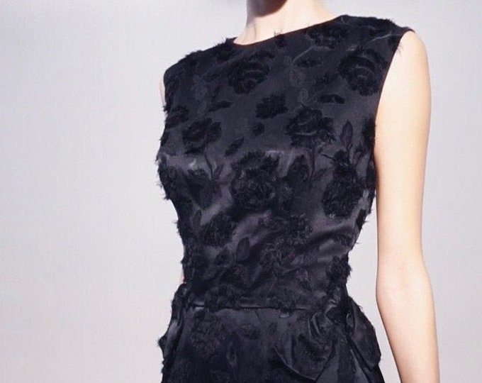 Eyelash Rose Mini | 1960s Vintage Black Rose Embossed Satin Feathered Sleeveless Wiggle Cocktail Mini Dress | Size S/M