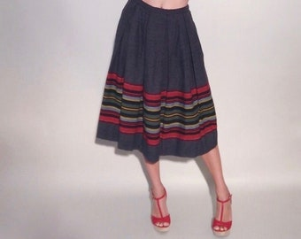 Southwest Skirt | 1950s Vintage Charcoal Flannel Wool Stripe Border Print High Waisted Box Pleat Midi Full Skirt | Size XS/S