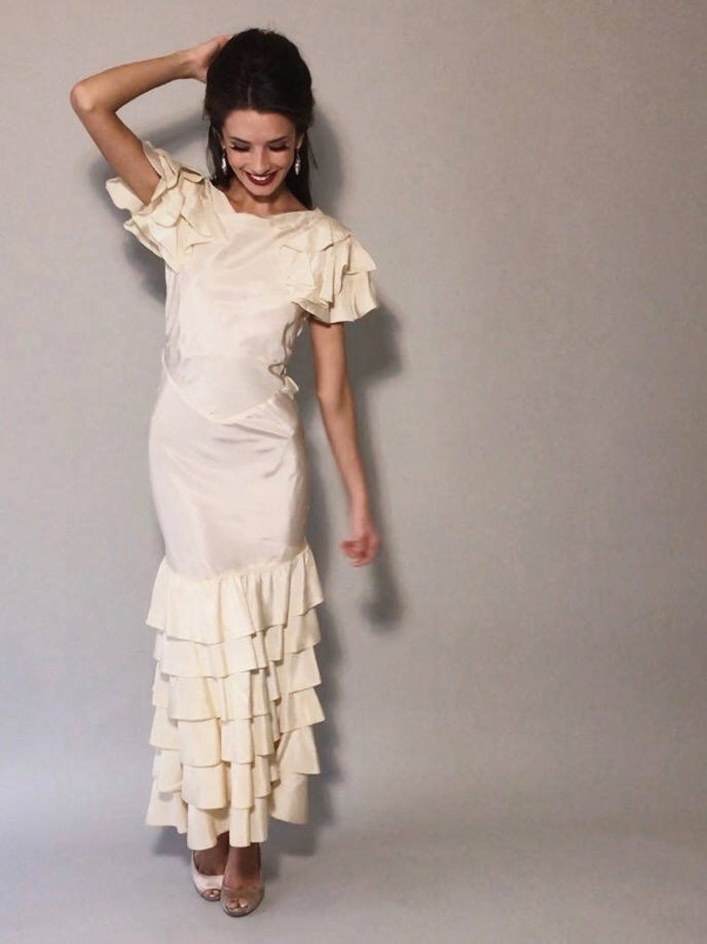 d888fd9eac1 Wintyr Gown 1930s Vintage Cream Taffeta Low Back Ruffle