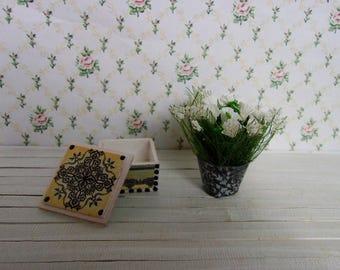 Weißen Blumenstrauß in Töpfe + Sarg (Satz). Puppenstube. 01:12 Maßstab