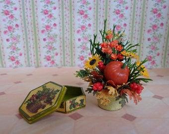 Herbst Blumenstrauß in einem Topf + Sarg (Satz). Puppenstube. 01:12 Maßstab