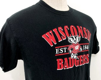 90s Wisconsin Badgers Shirt - University of Wisconsin Mascot Bucky Badger  T-Shirt Mens L - Wisconsin Shirt Graphic Tee in Red Black   White 19bc8863f