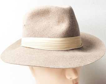 bd4873c314d 60s Tan Wool Fedora Hat with Pastel Peach Fabric Band by Madcaps New York -  Size S 100 % Wool Felt Hat Made in USA - Vintage Wide Brim Hat