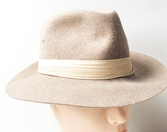 420f575c677611 60s Tan Wool Fedora Hat with Pastel Peach Fabric Band by Madcaps New York -  Size S 100 % Wool Felt Hat Made in USA - Vintage Wide Brim Hat