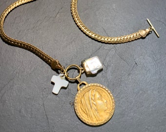 Vintage necklace, ancient Saint Mary and mother-of-pearl.